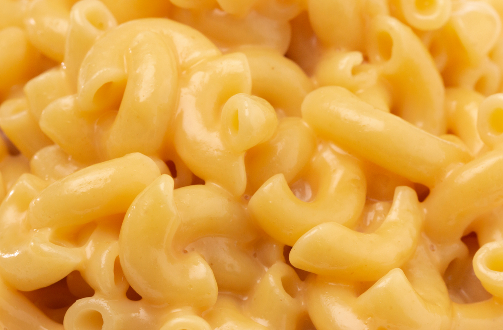 waitress refuses to serve a family mac & cheese because kid vomits it up every time