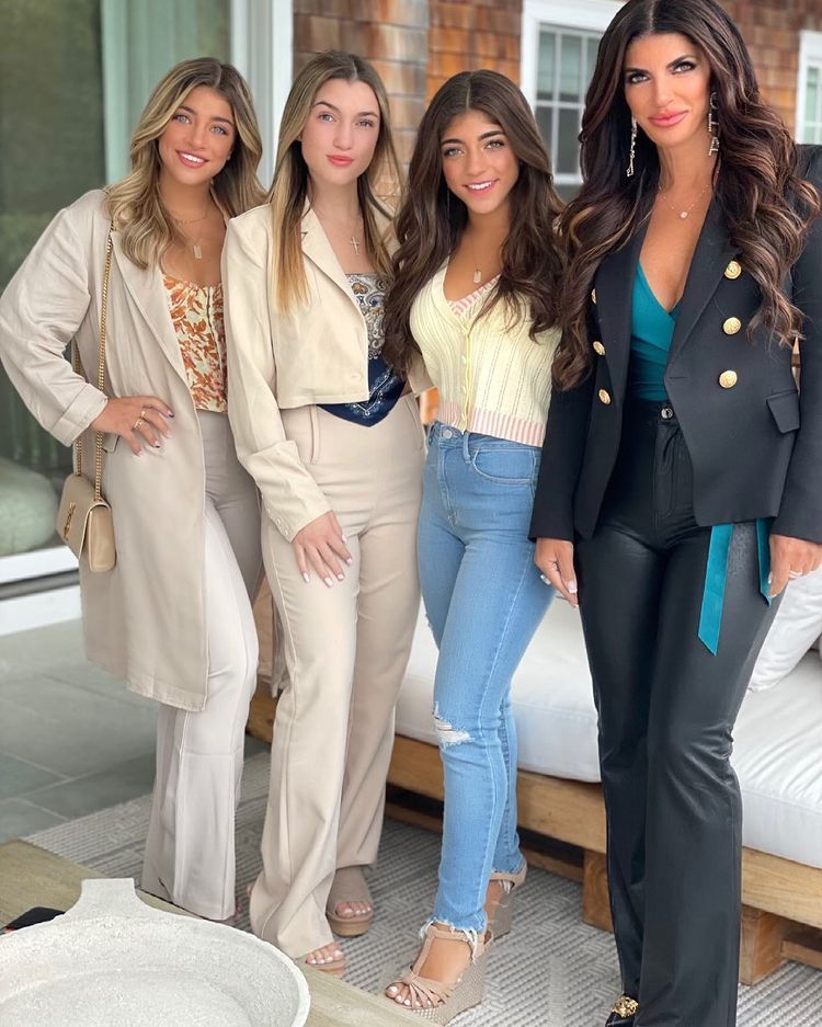 rhonj's teresa giudice says she and her 3 daughters went to therapy following her divorce