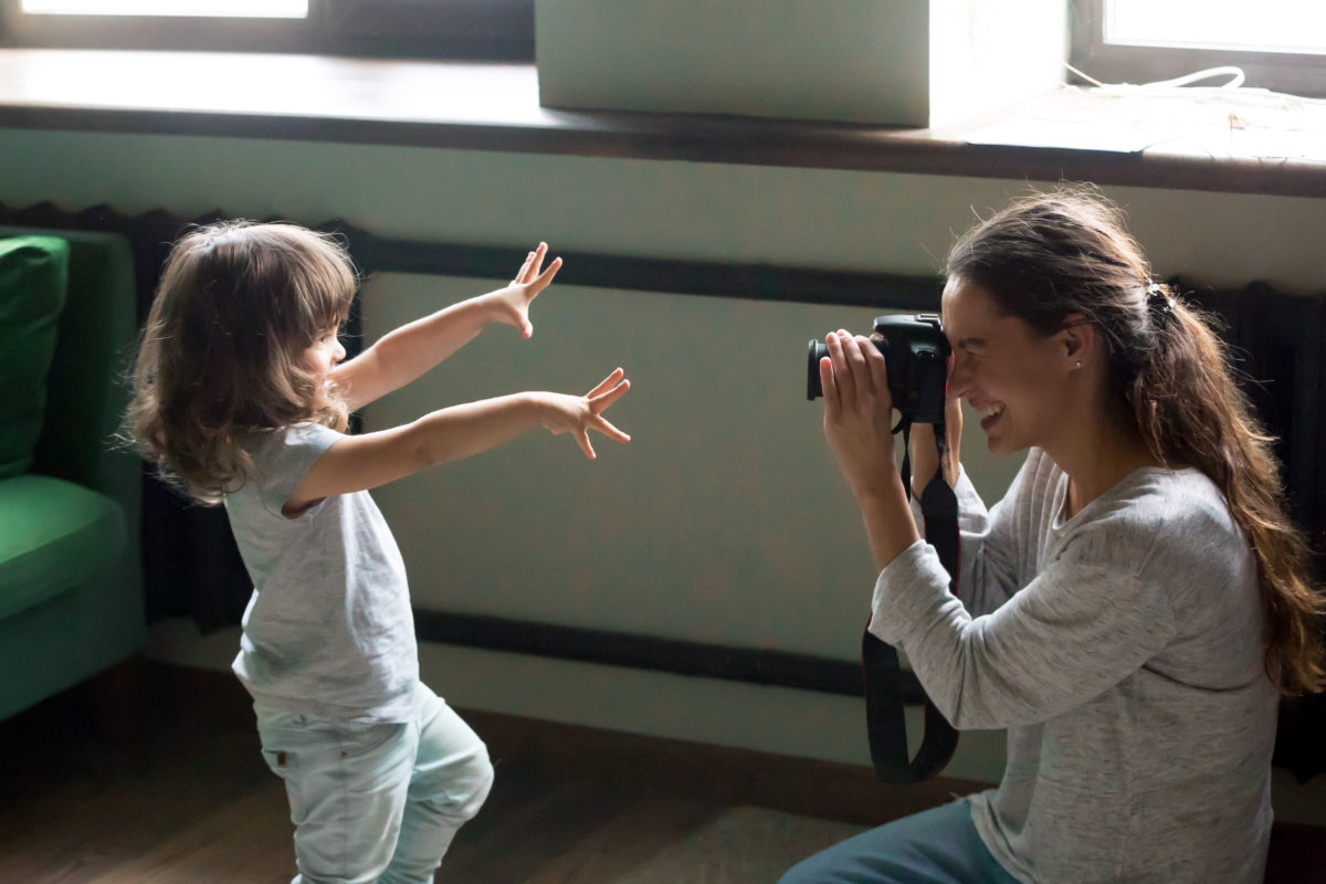 a mom's photos documenting daughter growing up revealed a universal truth about parenting
