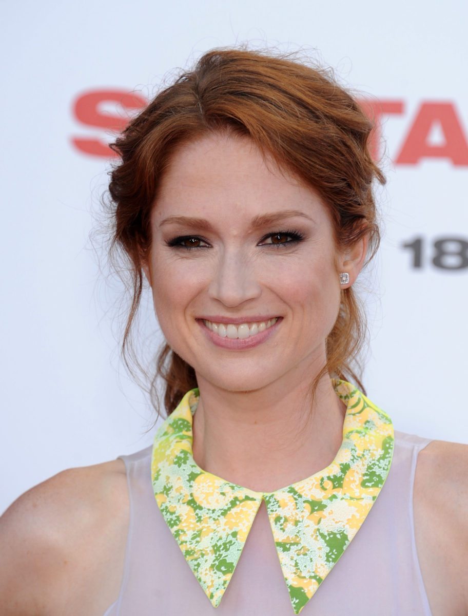 actress ellie kemper issues an apology after 22-year-old photo of her at st. louis's veiled prophet ball went viral | what did you think of her apology?