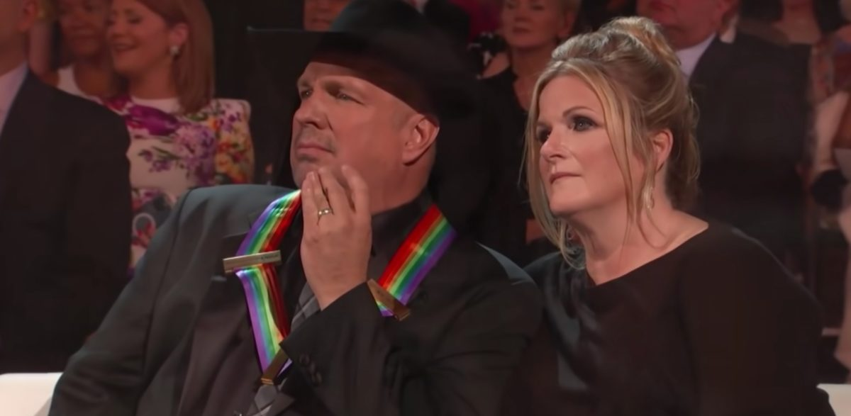 garth brooks chokes up over kelly clarkson's raw and emotional rendition of 'the dance'