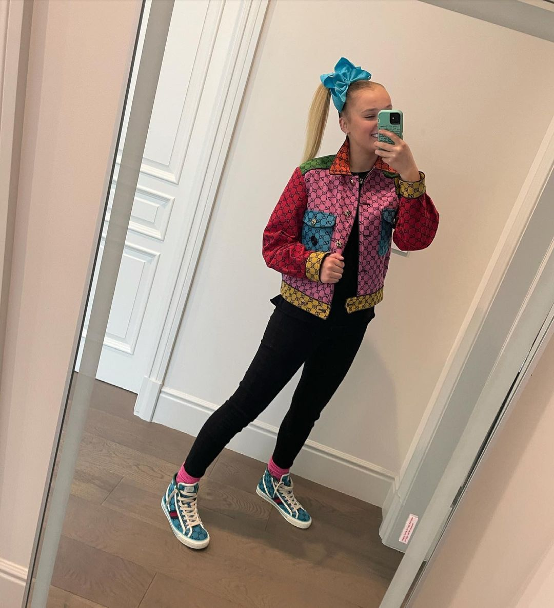 jojo siwa says leaving behind her signature bow was harder than coming out to her mom3