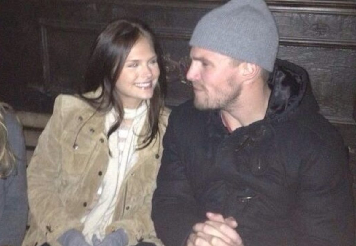 stephen amell admits he was removed from flight after altercation with wife