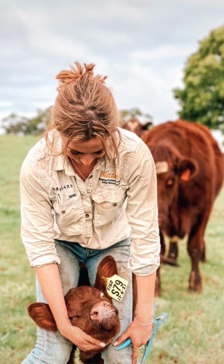 australian tiktok farmer, caitlyn loane, dead at 19