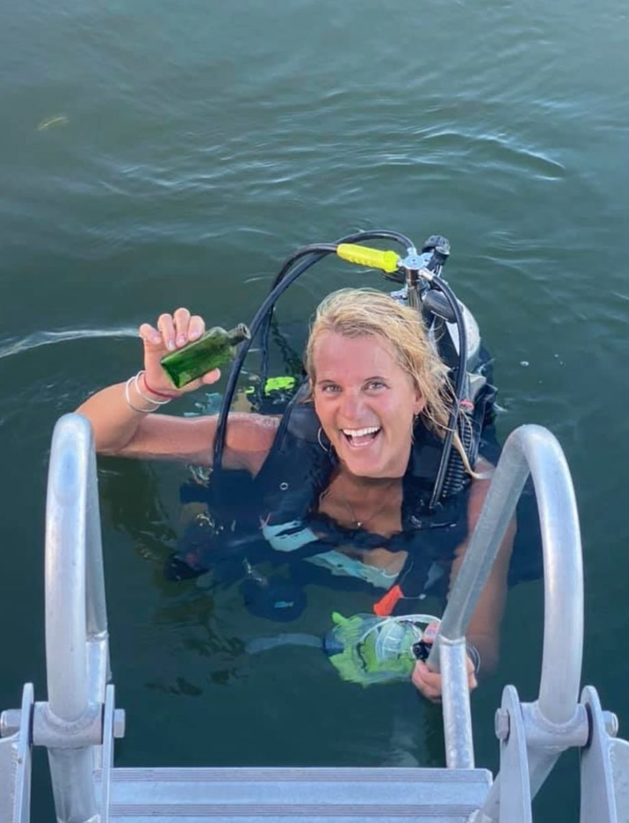 diver discovers message in a bottle dating back to 1926, connects with late writer's daughter