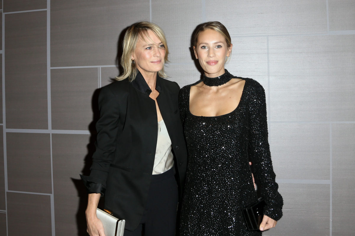 dylan penn recounts when she watched mom robin wright in princess bride at school