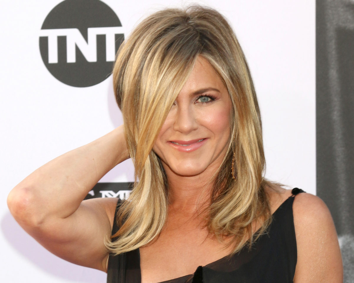 jennifer aniston reasons with fans on why she cut off her unvaccinated friends