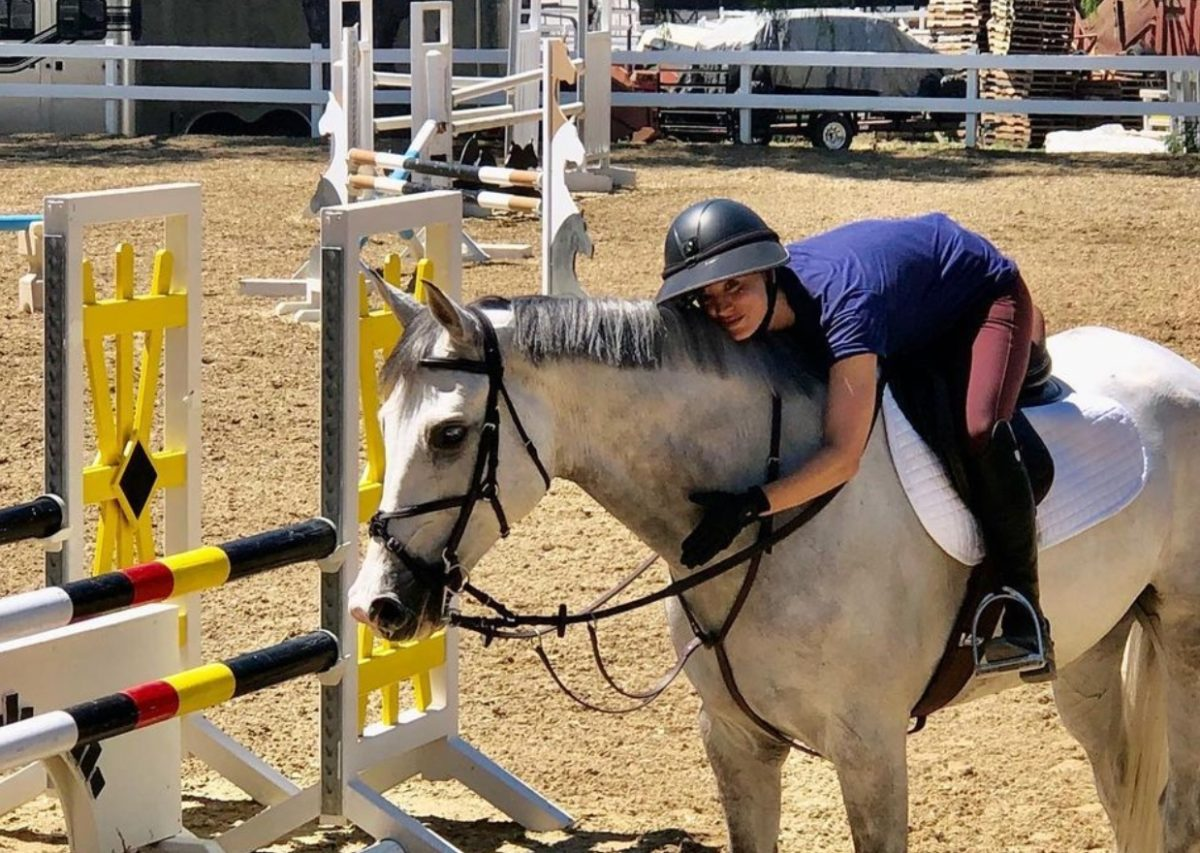 kaley cuoco offers to purchase horse punched by coach at tokyo olympics