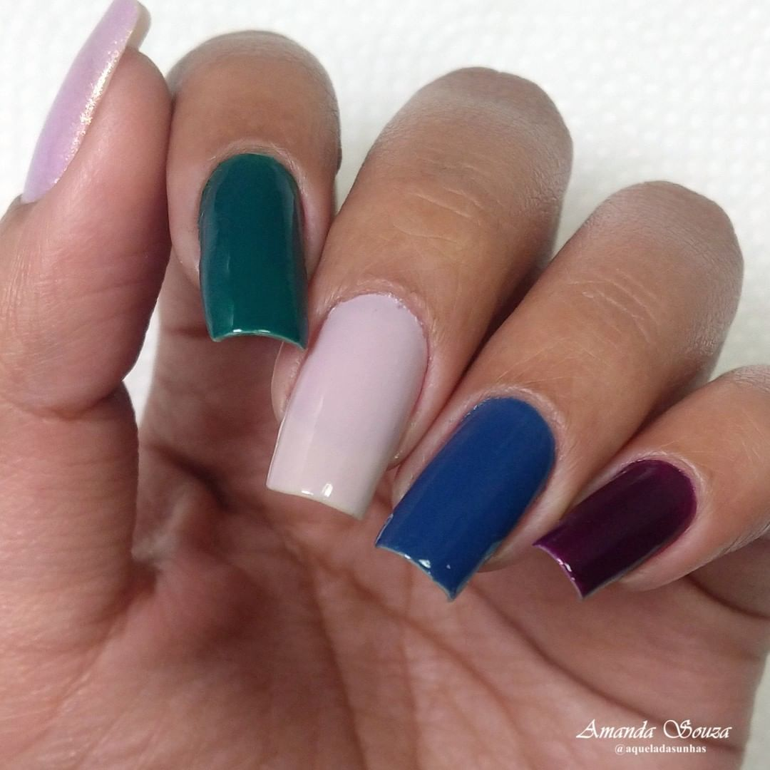 30 different coloured nails