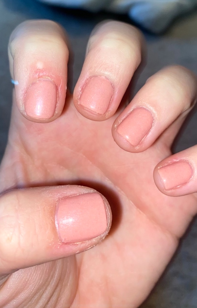 nails: how to elevate your old manicure to look new without removing or repainting your nails