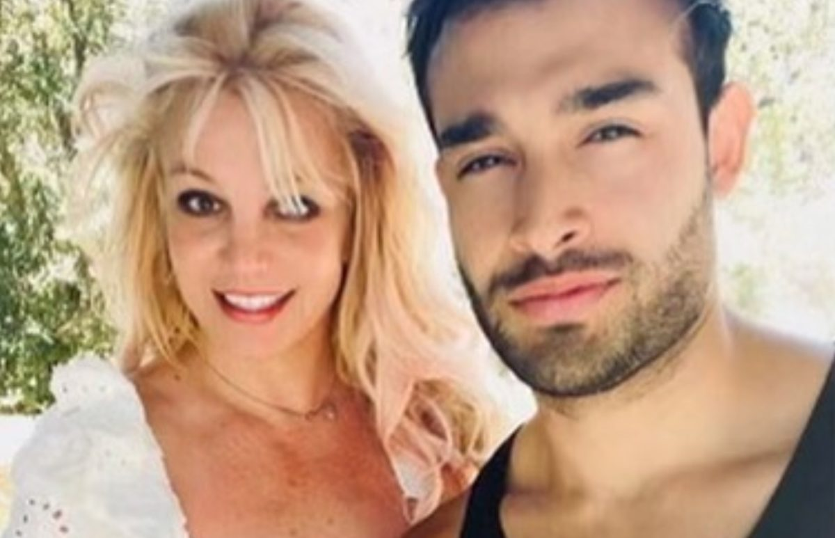 britney spears deletes her instagram two days after getting engaged