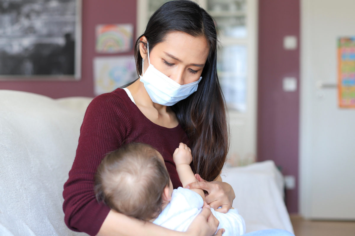 new moms are feeling the pressure to breastfeed due to covid-19
