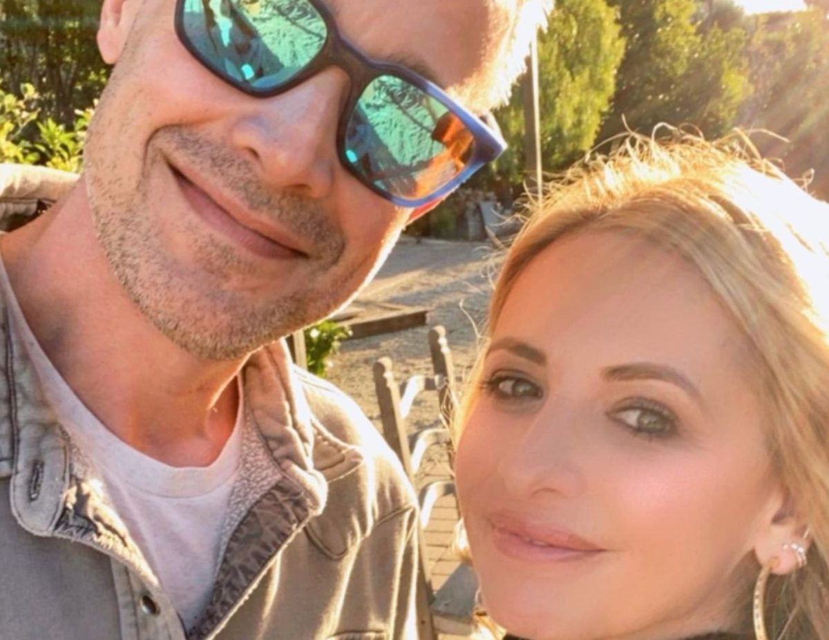 sarah michelle mixes up her own wedding anniversary: 'i honestly thought it was tomorrow'